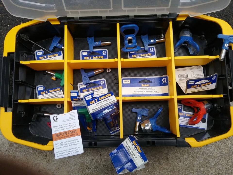 Graco Ultra 395 Stand Sprayer w/extras-12-14-tips.jpg
